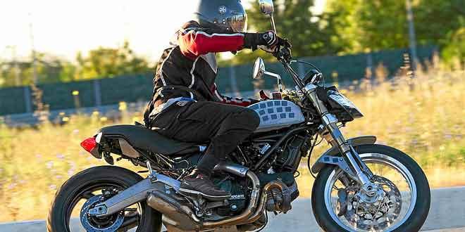 Новый Ducati Scrambler в очередной раз попался в объективы фотошпионов