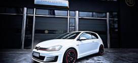 Польская дизайн-студия Carlex Design Europe доработала интерьер Volkswagen Golf GTI