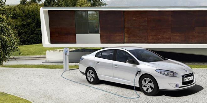 Renault тестирует автопилот на электрическом седане Fluence