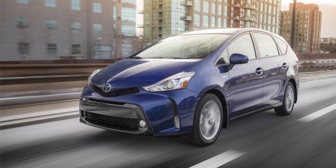 Компактвэн Toyota Prius v стал агрессивнее