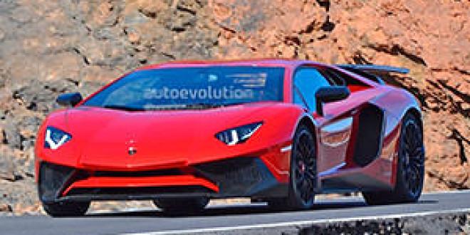 «Заряженный» Lamborghini Aventador попался в объективы фотошпионов