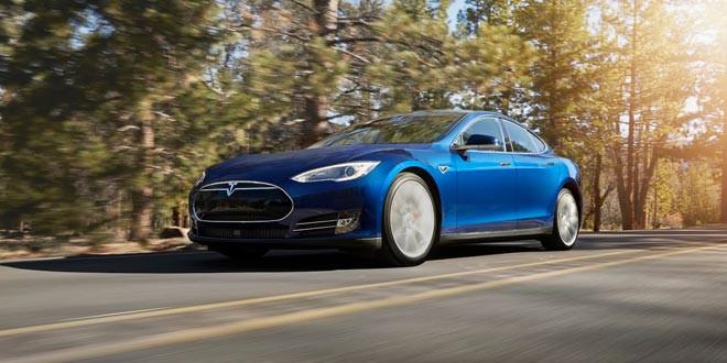Представлена начальная Tesla Model S с полным приводом