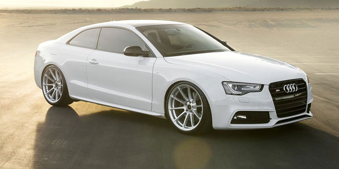 Белая Audi S5 позирует на дисках Vorsteiner V-FF 102