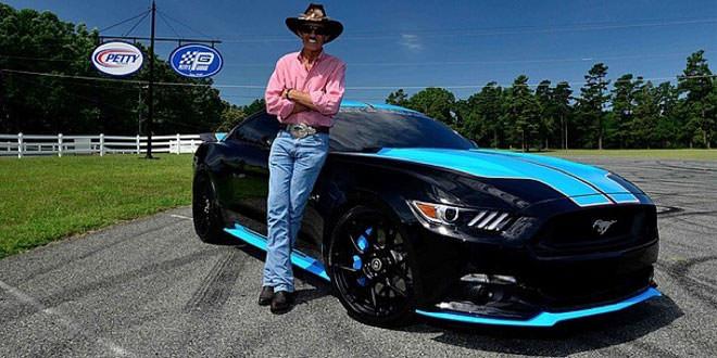 С аукциона продадут уникальный Ford Mustang от семикратного чемпиона NASCAR