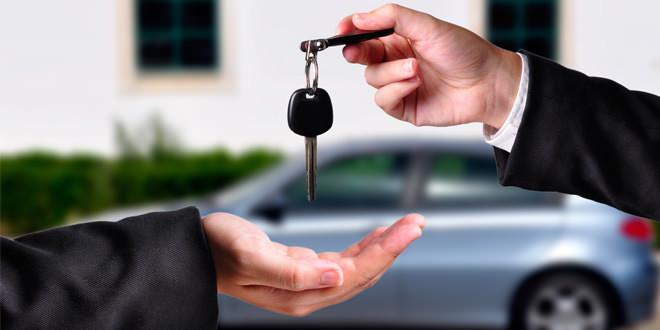 Бумажная работа и установление цены при продаже автомобиля с пробегом