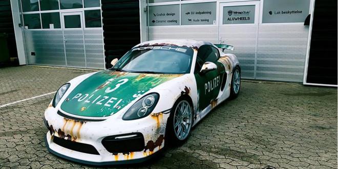 Porsche Cayman в ржавом полицейском виниле
