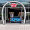 Bugatti открыла крупнейший салон в Дубае