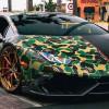 Чёрный Lamborghini Huracan в камуфляже на половину кузова