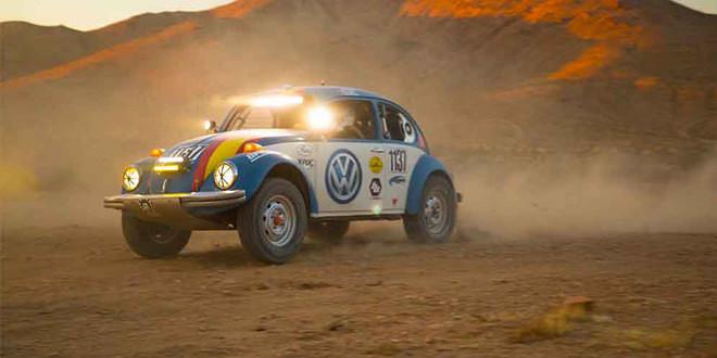 Старый Volkswagen Beetle превратили в багги для пустыни