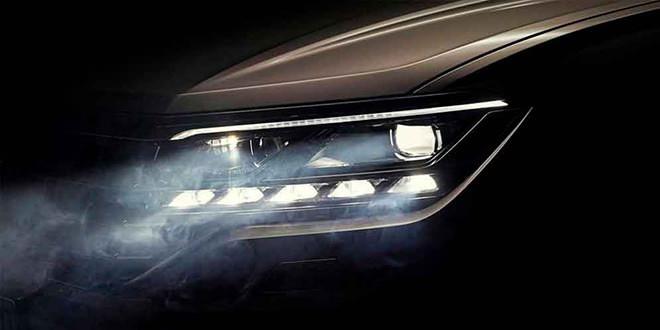 Новый Volkswagen Touareg блеснул фарами перед премьерой