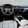 Салон электро-кроссовера Audi E-Tron на первых фото