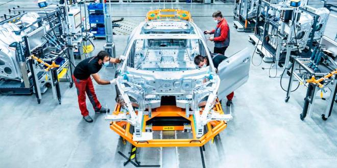 Мелкосерийное производство Audi e-tron GT развернули рядом с R8