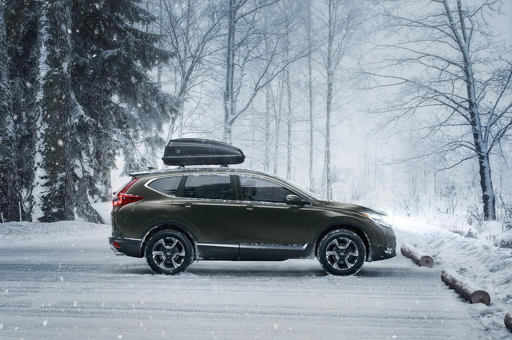 Новая Honda CR-V 2017. Вид в профиль