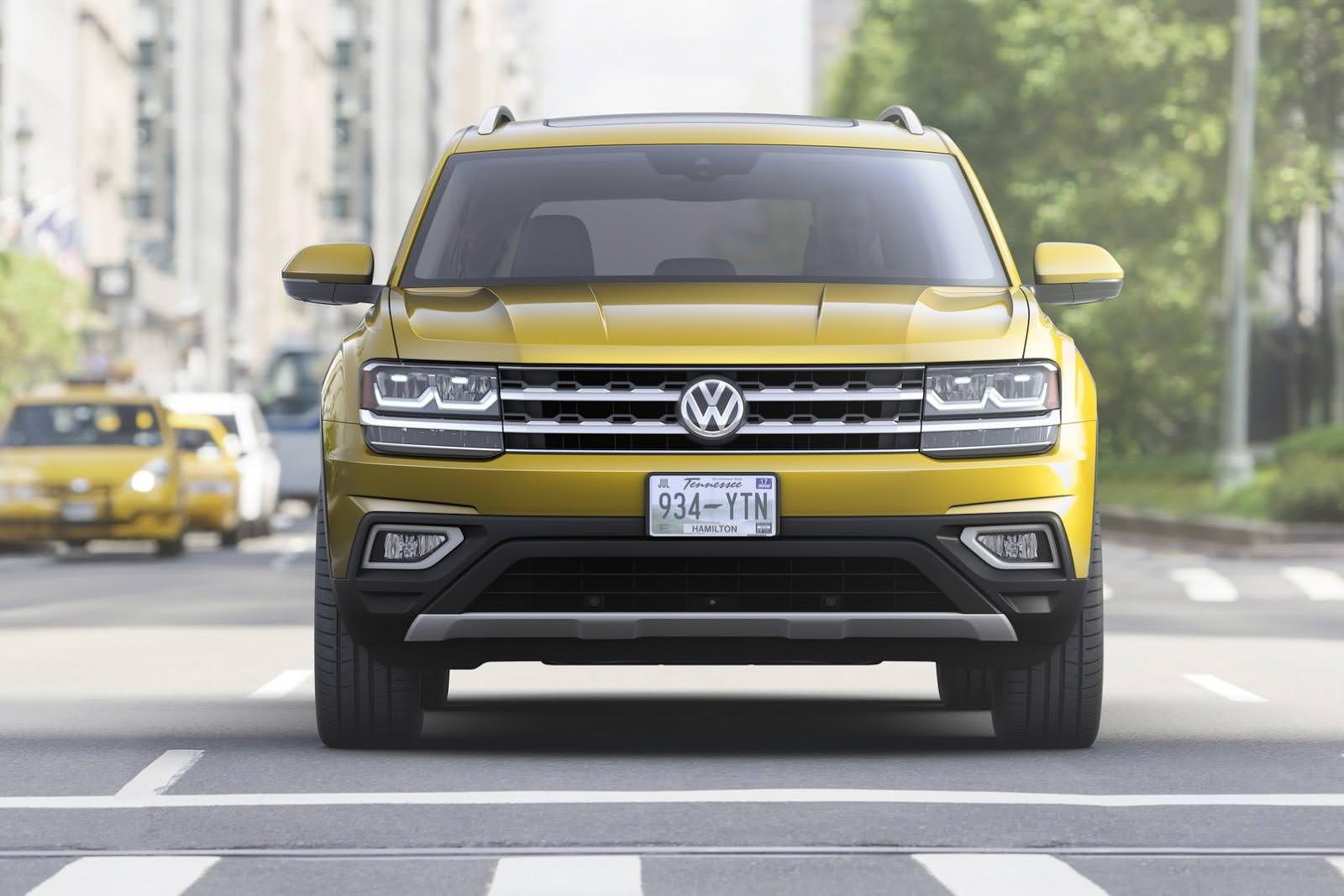Кроссовер Volkswagen Atlas. Вид спереди
