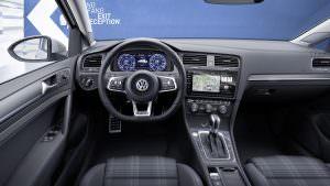 Салон Volkswagen Golf GTE 2017