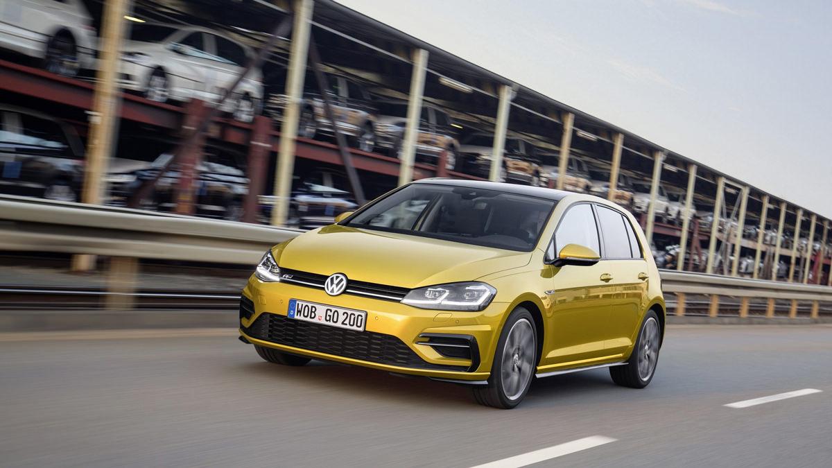 Горячий хэтчбек Volkswagen Golf R 2017