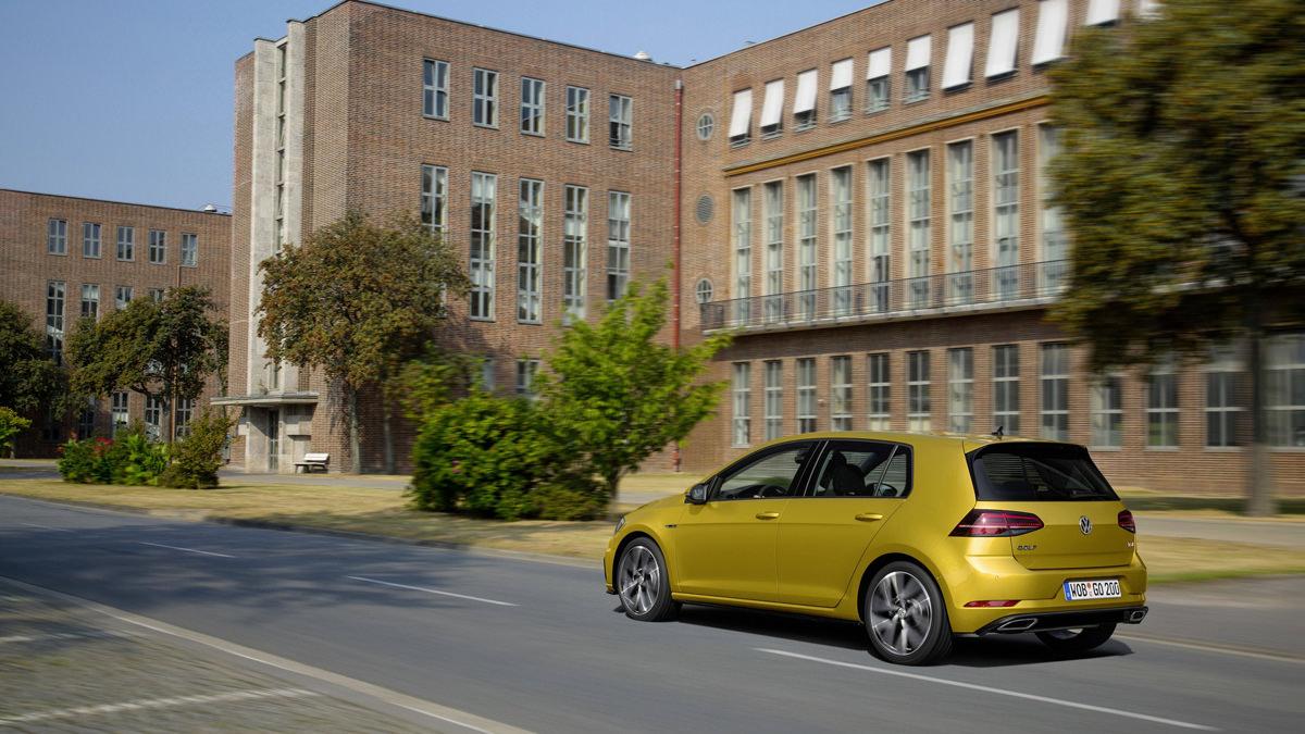 Рестайлинговый Volkswagen Golf R 2017