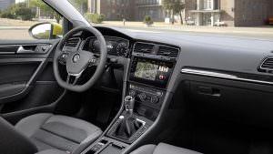Интерьер Volkswagen Golf R 2017 рестайлинг