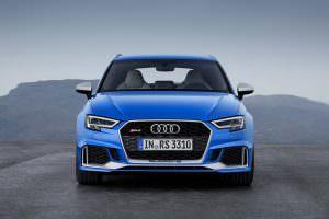 Синяя Audi RS3 Sportback