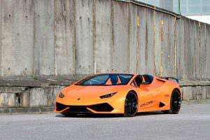 Оранжевый Lamborghini Huracan Spyder