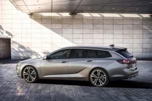 Новый универсал Opel Insignia