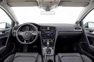 Фото | Интерьер Volkswagen Golf SEL 2018 года