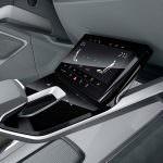 Экран на центральном тоннеле Audi E-Tron Sportback Concept