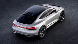 Кроссовер со стеклянной крышей Audi E-Tron Sportback Concept