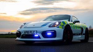 Полицейский Porsche Cayman GT4 в Британии