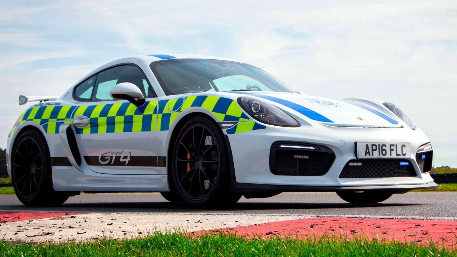 Фото   Полицейский Porsche Cayman GT4 в Британии