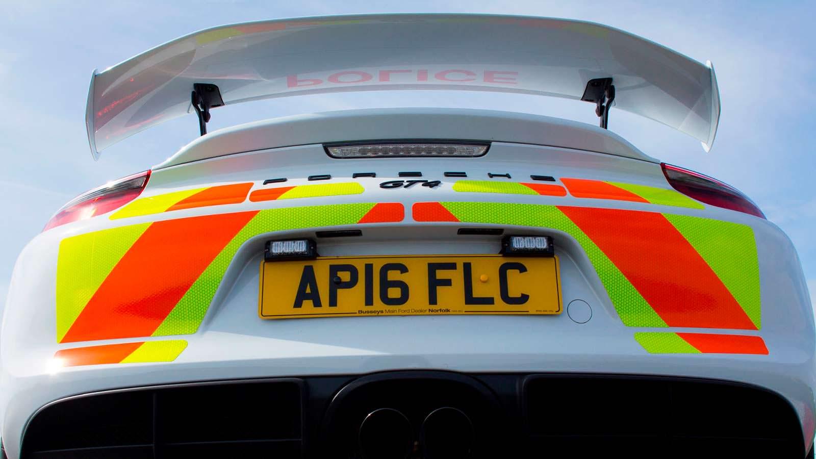 Фото   Полицейский Порше Кайман ГТ4 в Британии