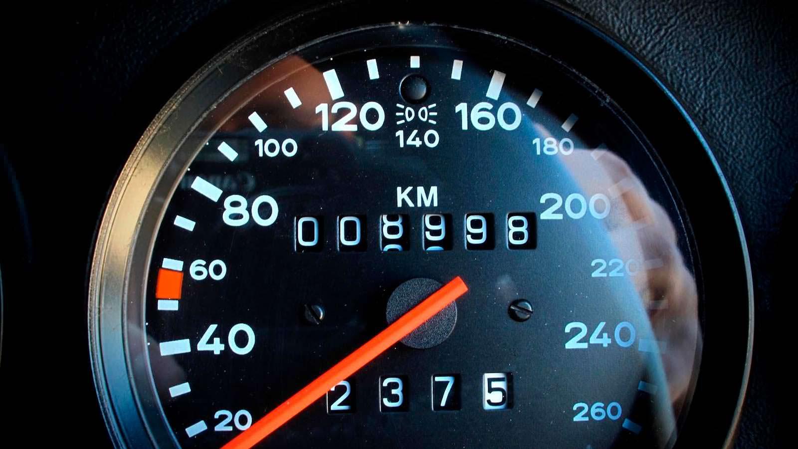 Фото | Спидометр Porsche 911 Speedster с пробегом 8998 км