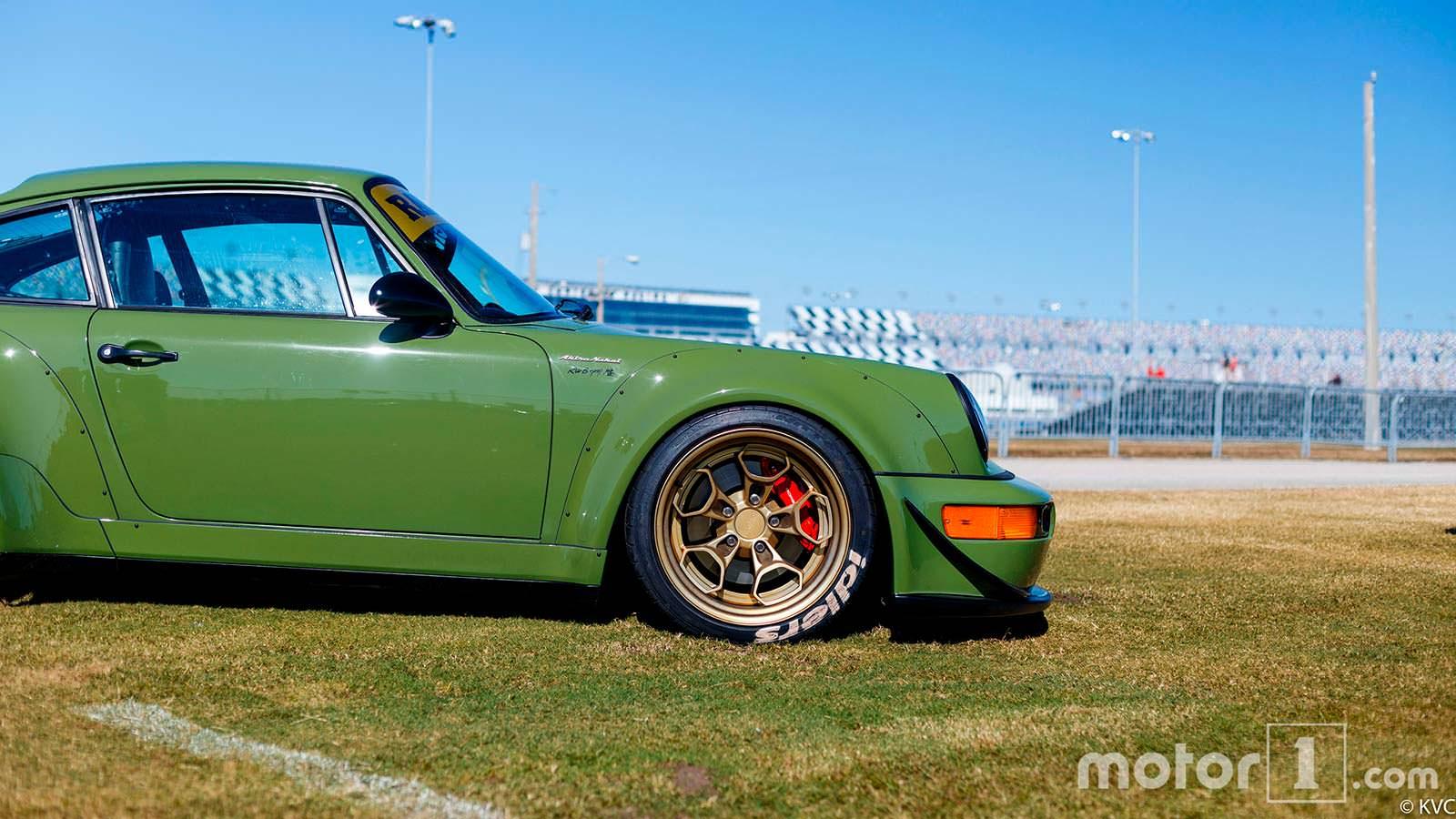 RWB Porsche 911 в кузове 964