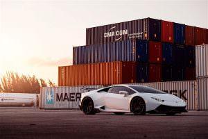 Фото   Суперкар в доках Lamborghini Huracan