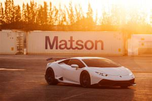 Фото   Суперкар на закате Lamborghini Huracan