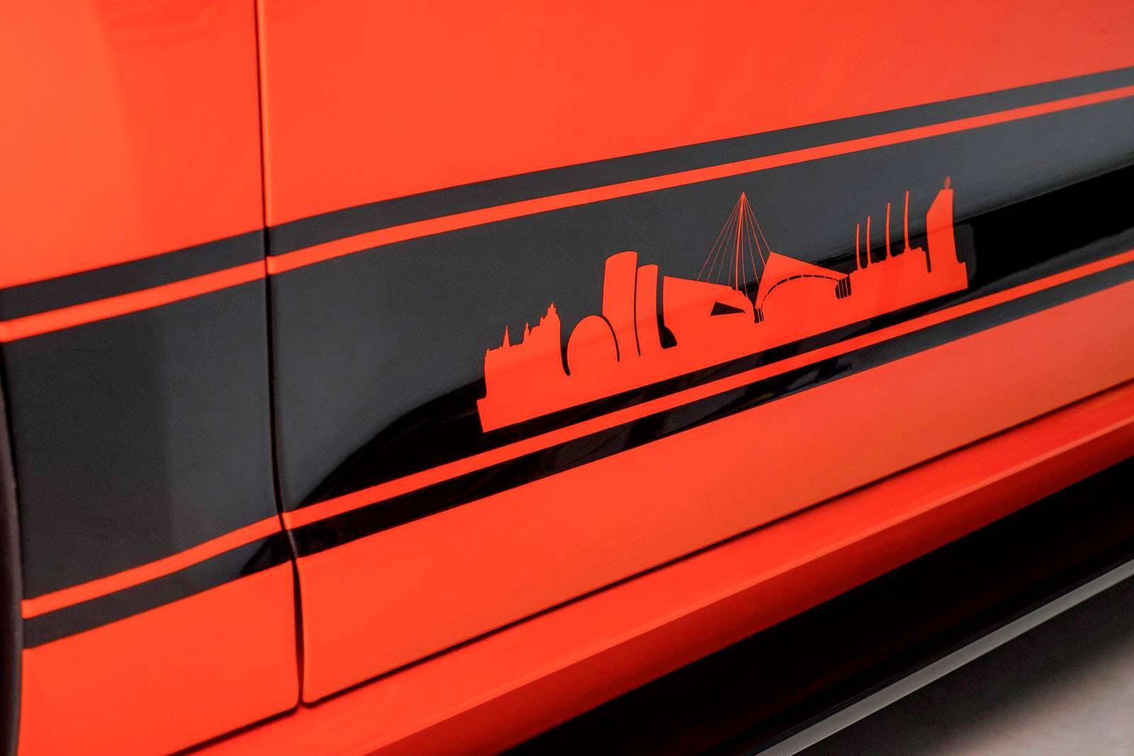 Узор на двери VW Golf GTI Wolfsburg Edition