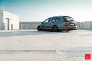 Универсал VW Golf R Variant 2017 года от Vossen