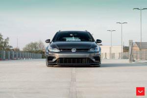 Универсал VW Golf R Variant 2017 от Vossen