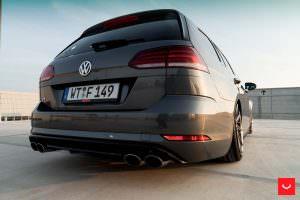 Volkswagen Golf R Variant 2017 цвета Deep Black Pearl