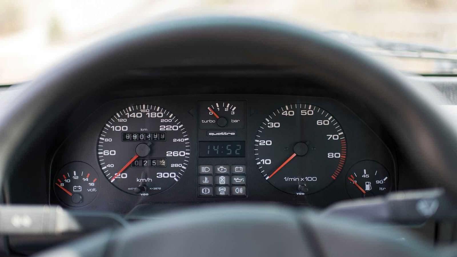 Приборная панель Audi Sport Quattro 1984 года