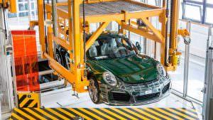 Миллионный Porsche 911 Carrera S на заводе