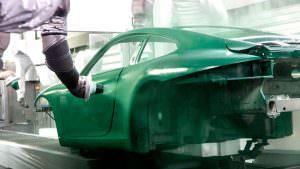 Покрасочный робот Porsche 911 Carrera S на заводе