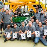 Сотрудники завода и миллионный Porsche 911 Carrera S