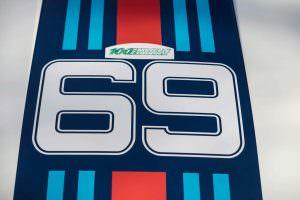 Номер 69 на капоте Porsche 934/5