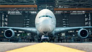 Фото   Porsche Cayenne буксирует 285-тонный Airbus A380