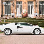 Белый Lamborghini Countach 1987 года