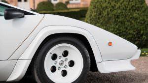 Оригинальные белые колеса Lamborghini Countach