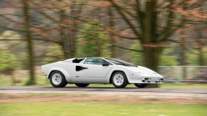 Lamborghini Countach с позолоченным салоном