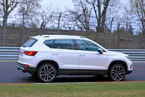 Горячий SEAT Ateca Cupra на дорожных испытаниях