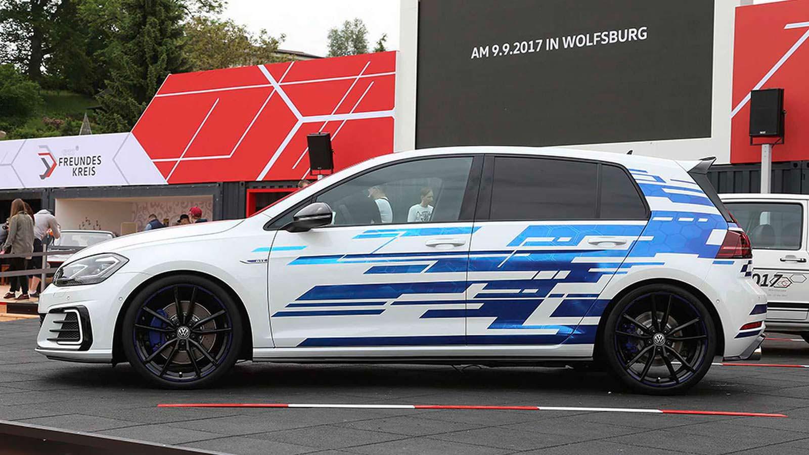 Мощный гибрид Volkswagen Golf GTE Concept 2017 года